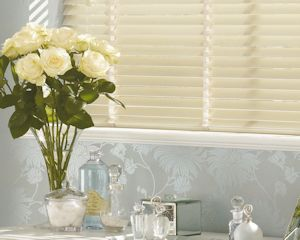 Venetian blinds for lounge